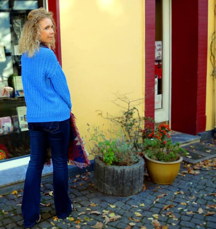 Flared blue Jeans Scarf for autumn Mango Hallhuber Zara Streetstyle Fashion Blog