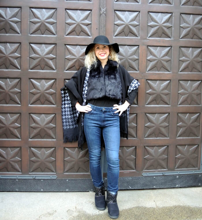 Winter Outfit Hat and Cape Fashionblog Modeblog Streetstyle Lookbook Look Trend