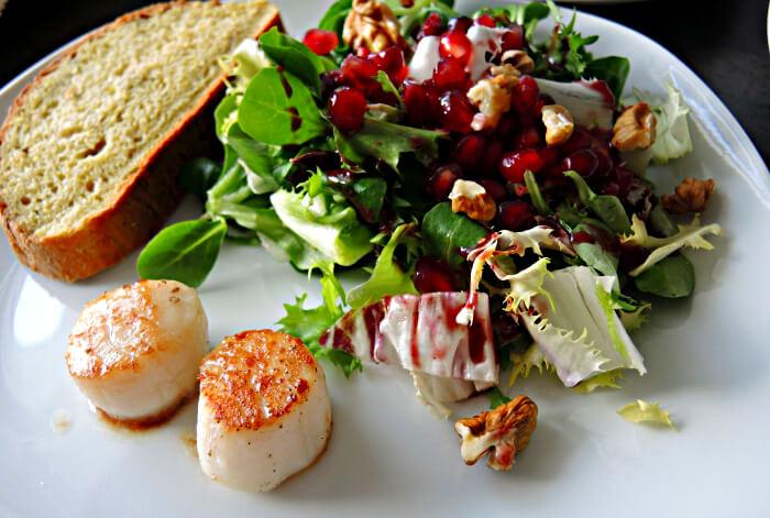 Christmas Dinner Starter Foodblog Salad Scallop Pomegranate