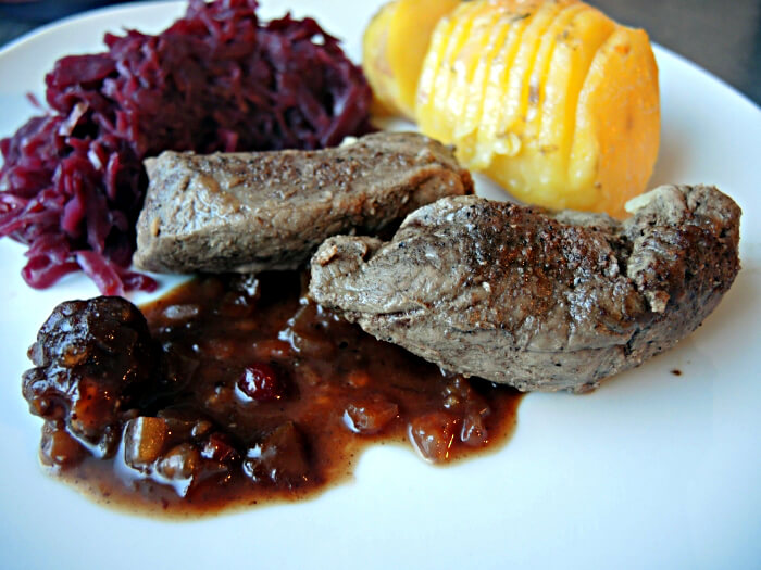 Christmas Dinner Foodblog Hasselback Potatoes Deer Medaillons Red Cabbage