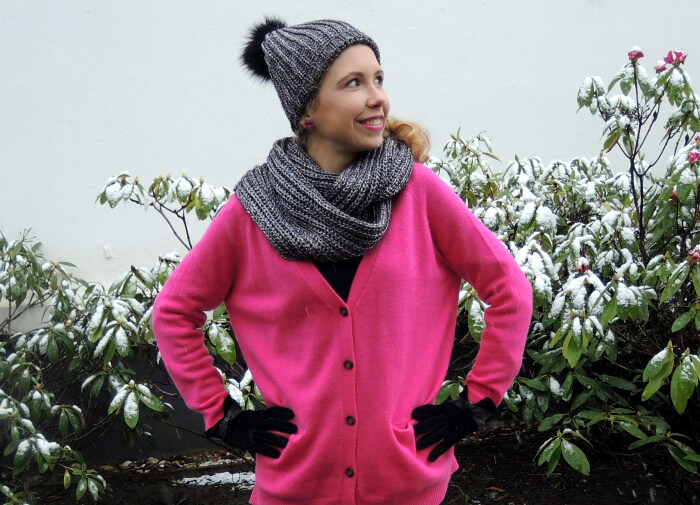 Outfit Winter Snow Beanie, Scarf and Pink Fashionblog OOTD Lookbook Streetstyle