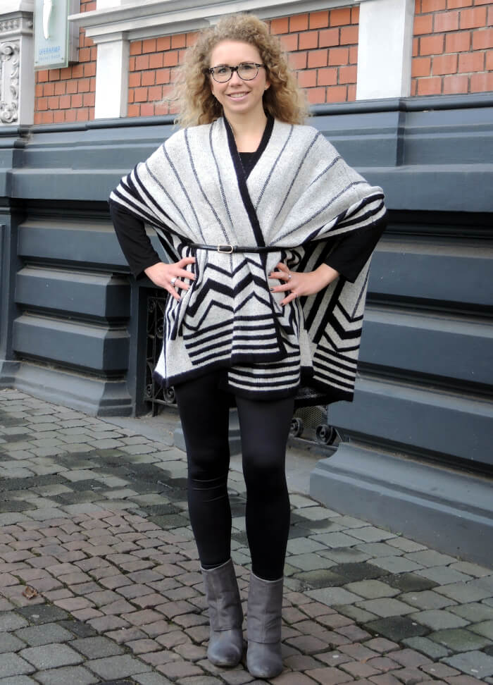 Outfit: Zara Sale Cape, Shopping, Fashionblog, Look, Style, Graphic Print