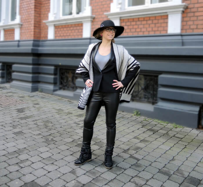 Outfit: Leather Pants, Michael Kors, Cape, Floppy Hat, Streetstyle, Fashionblog, Kationette