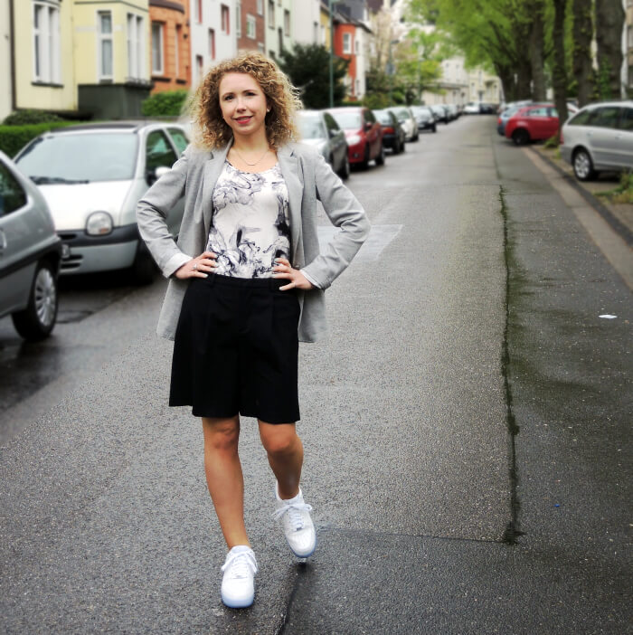 Outfit: White Sneakers And Marbled Shirt, Fashionblog, Kationette, Modeblog, Nike