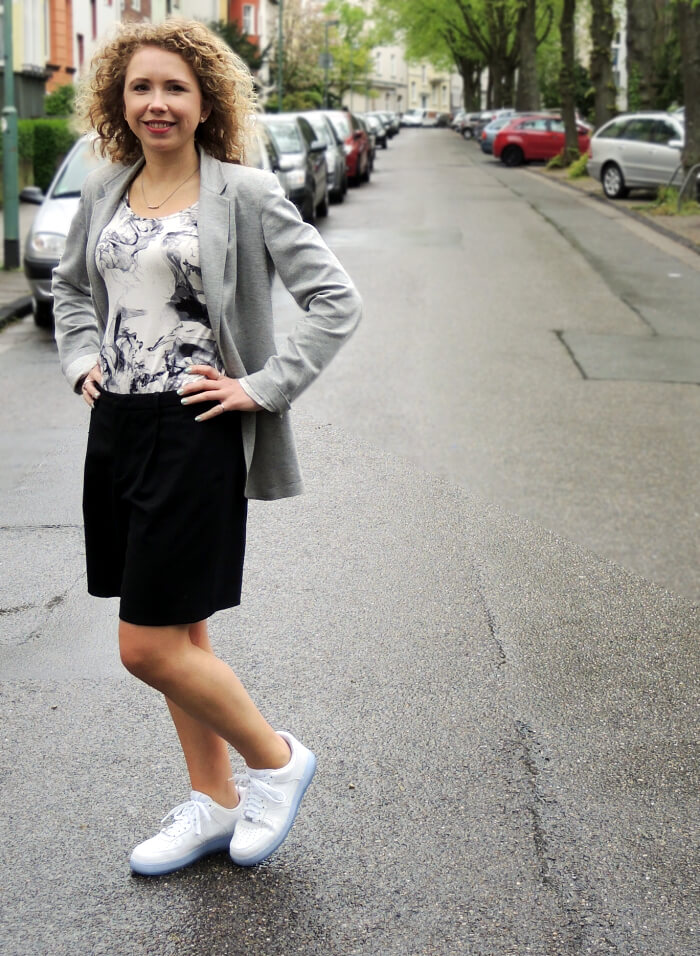 Outfit: White Sneakers And Marbled Shirt, Fashionblog, Kationette, Modeblog, Nike, Streetstyle