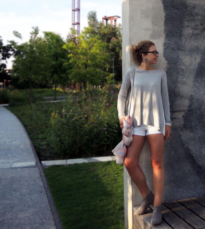 Outfit: Pleated Longsleeve from Pepe Jeans, White Shorts and Summer Booties, Kationette, Fashionblog, Modeblog, Streetstyle