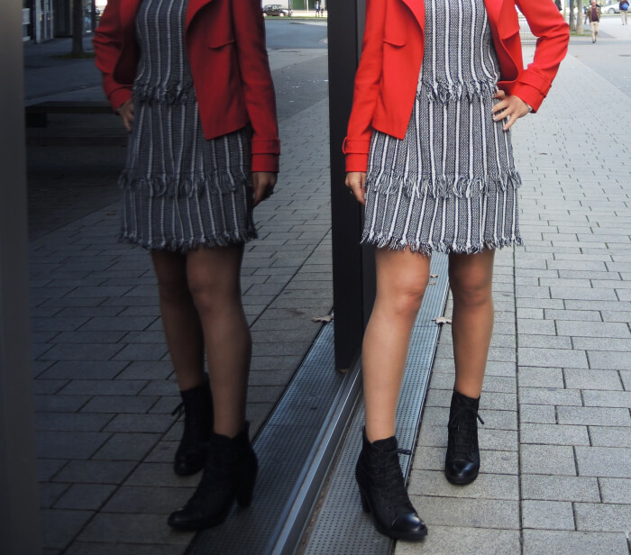 Outfit: layered dress with fringed edge, red short jacket and lace-up booties, Streetstyle, style, kationette, fashionblog, modeblog