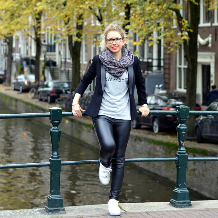 Outfit: With Fake Leather Pants, Blazer and Nike Air Force in Amsterdam , Fashionblog, Kationette, Modeblog, Streetstyle