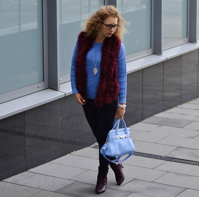 Outfit: Burgundy Feather Vest and Booties with light Blue Fashion, Kationette, Fashionblog, Modeblog, Streetstyle