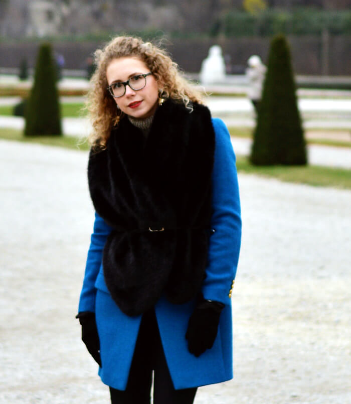 Outfit: Petrol Wool Coat and Fake Fur at Schloss Belvedere, Kationette, Fashionblog, Modeblog, Streetstyle