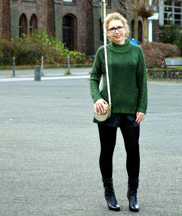 Outfit: After Christmas with green Glitter and Leather Shorts, Kationette, Fashionblog, Modeblog, Streetstyle