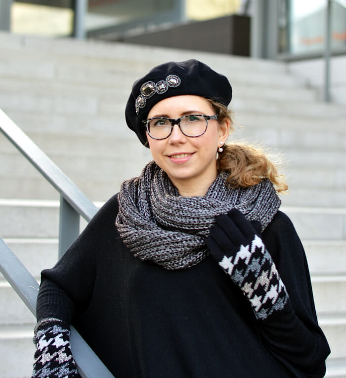 Outfit: Allblack with leo glitter tights, beret and houndstooth gloves, Kationette, Fashionblog, Modeblog, Streetstyle
