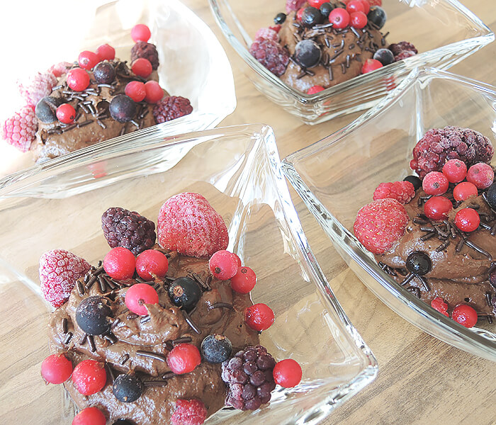 Recipe: Healthy, Vegan Avocado Chocoloate Mousse with Berries, Foodporn, Kationette, Foodblogger, Lifestyle, Rezept