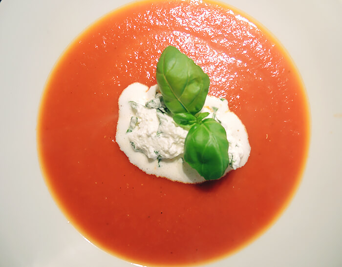 Recipe: Tomato Soup with Basil Cream, Foodporn, Kationette, Foodblogger, Lifestyle, Rezept, Food