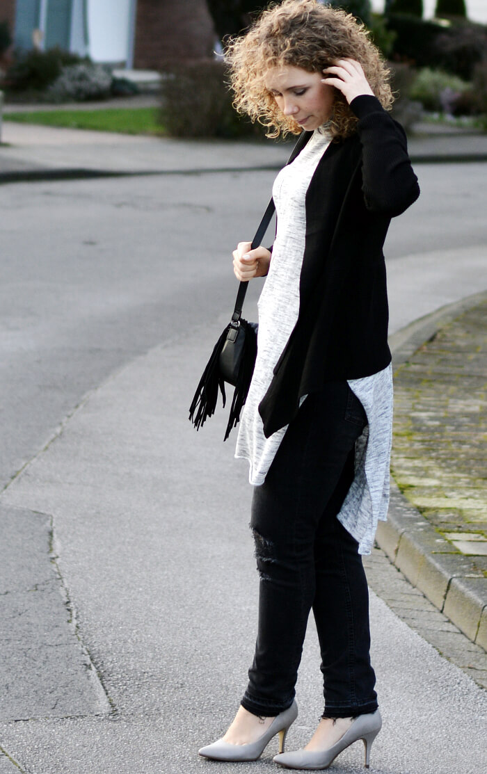 Outfit: Simple layering, turtle neck and ripped jeans