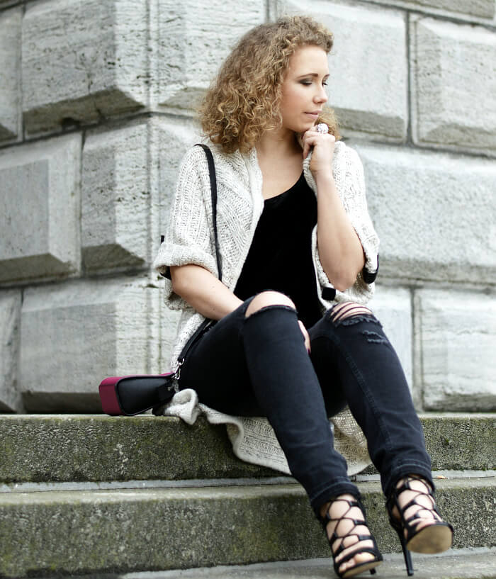 Outfit: Ripped Jeans meet Lace-up Heels, Velvet and Knit, Kationette, Streetstyle, Fashionblog