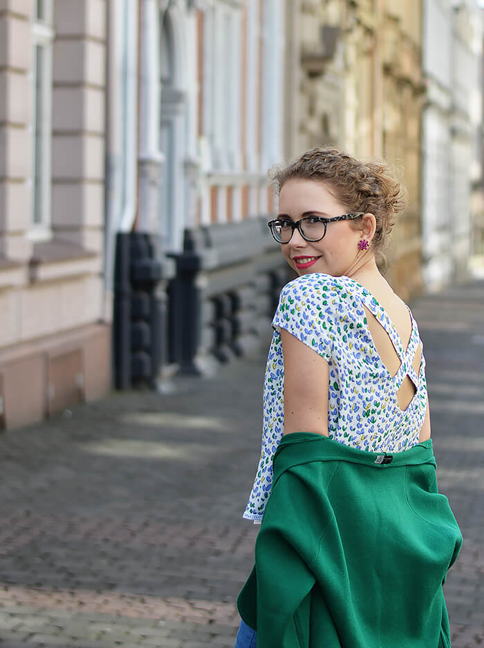 Outfit: Bright Blue Jeans, Green Knit Cardigan and Flower Shirt