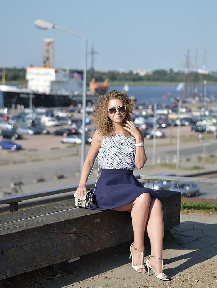 Outfit: With Flared Skirt and Hearty Top in Rostock