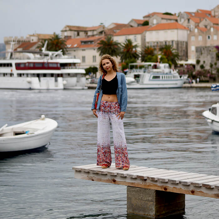 kationette-fashionblogOutfit-Palazzo-Pants-Bustier-Top-Denim-Michael-Kors-croatia-korcula-curls