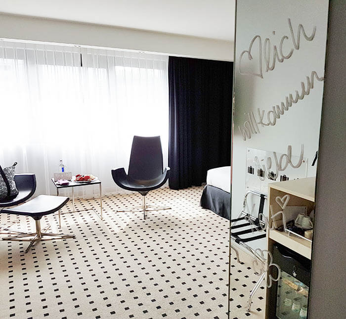 kationette-radissonblu-scandinavia-hotel-duesseldorf-cocktailparty-hotelroom-girlsnight-travelblig-lifestyleblog