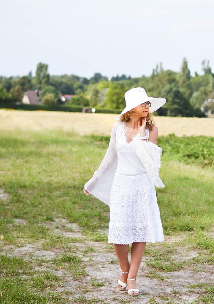 Allwhite Raffaello moment with loevenich straw hat