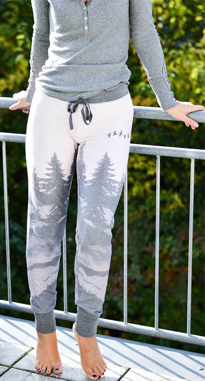 Outfit: Homewear Set and Halterless Bra from Wonderbra