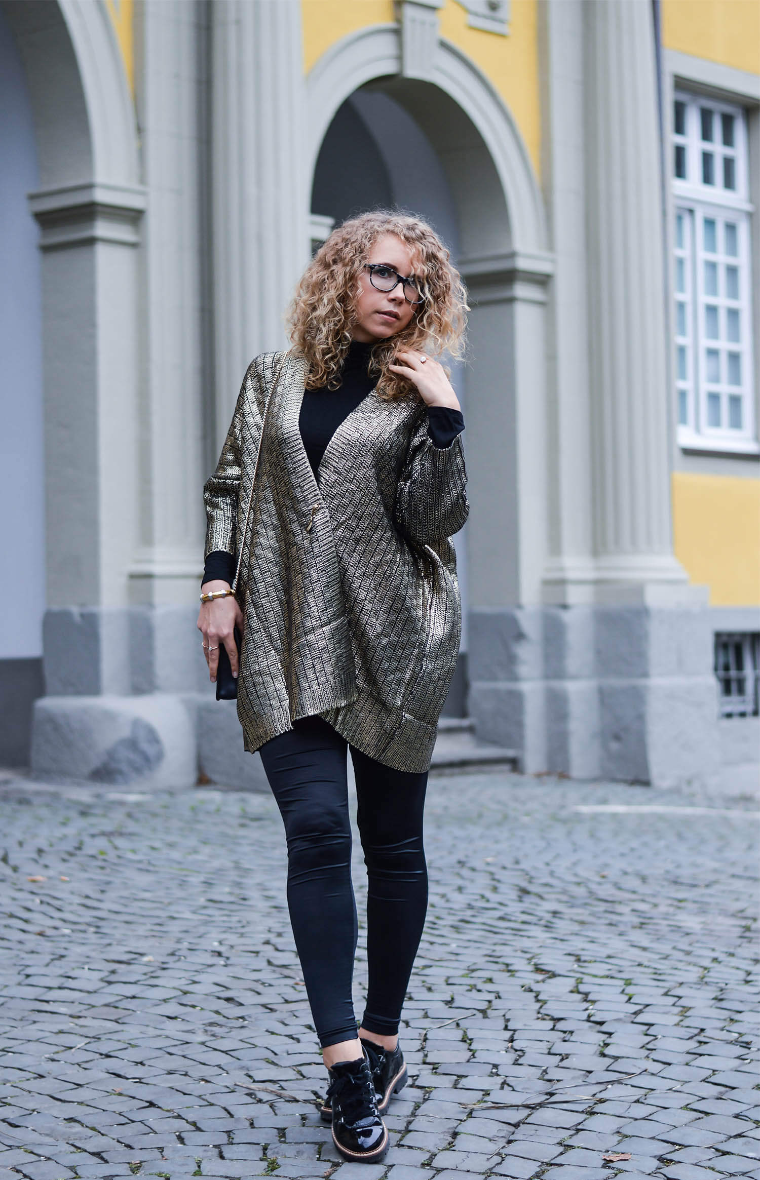 Outfit: Golden metallic knit and patent shoes in mountaineering look