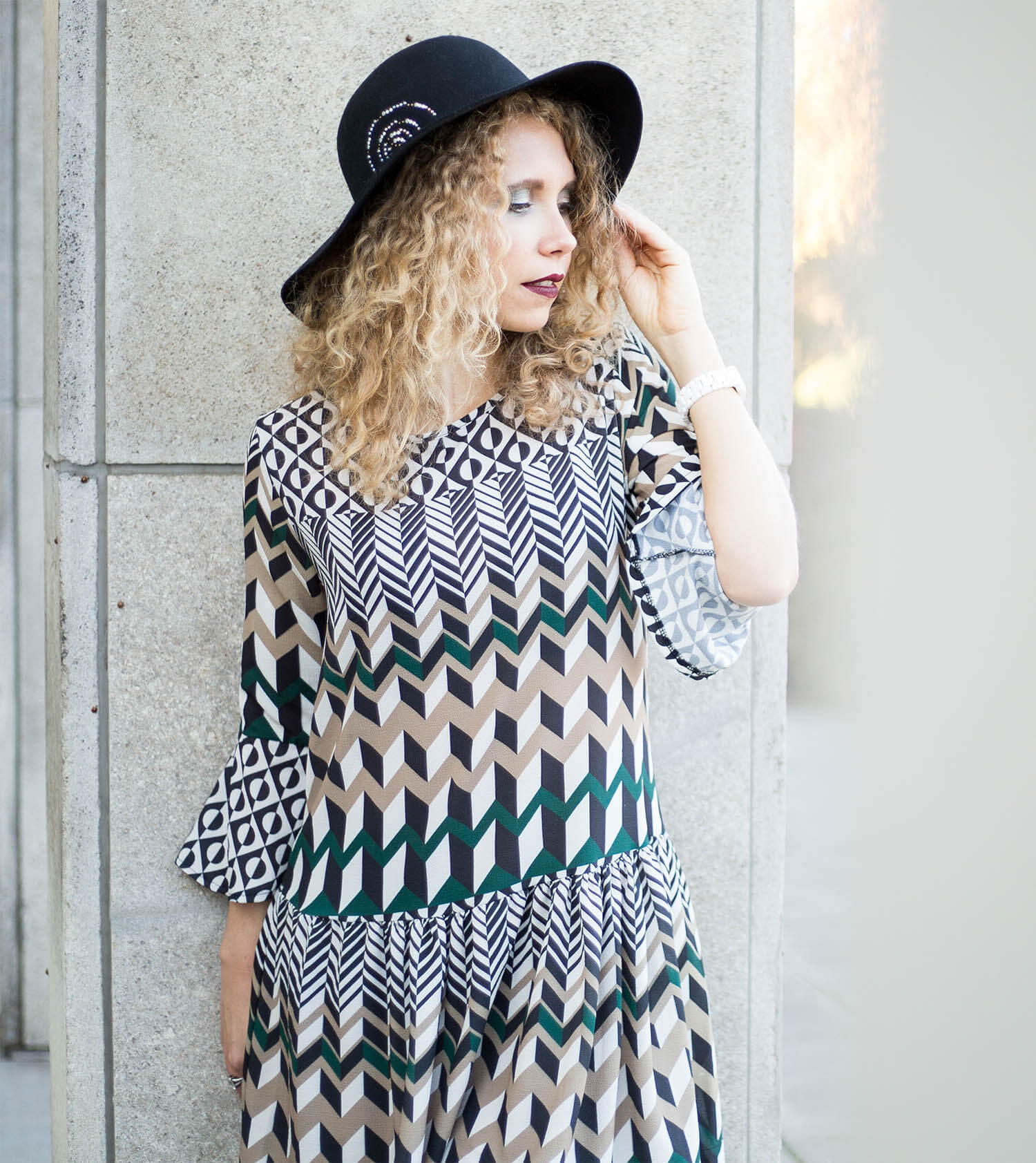 Outfit: Seventies Dress and Floppy Hat