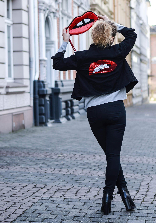Kationette-fashionblog-nrw-Outfit-Oversized-denim-Jacket-High-Waist-jeans-Kiss-Bag-streetstyle-curls