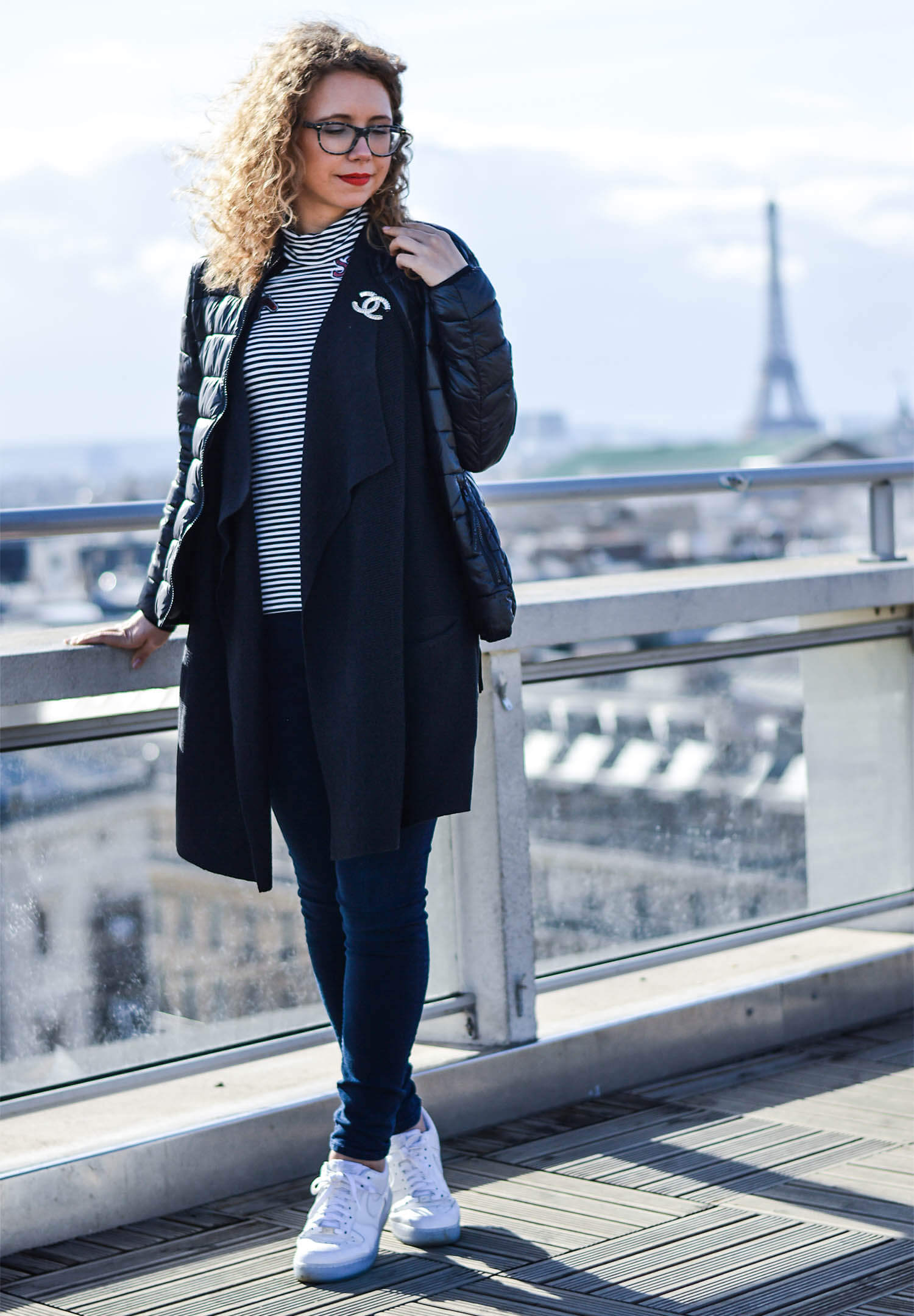 Kationette-fashionblog-paris-outfit-chanel-eiffeltower-nike-streetstyle-curls