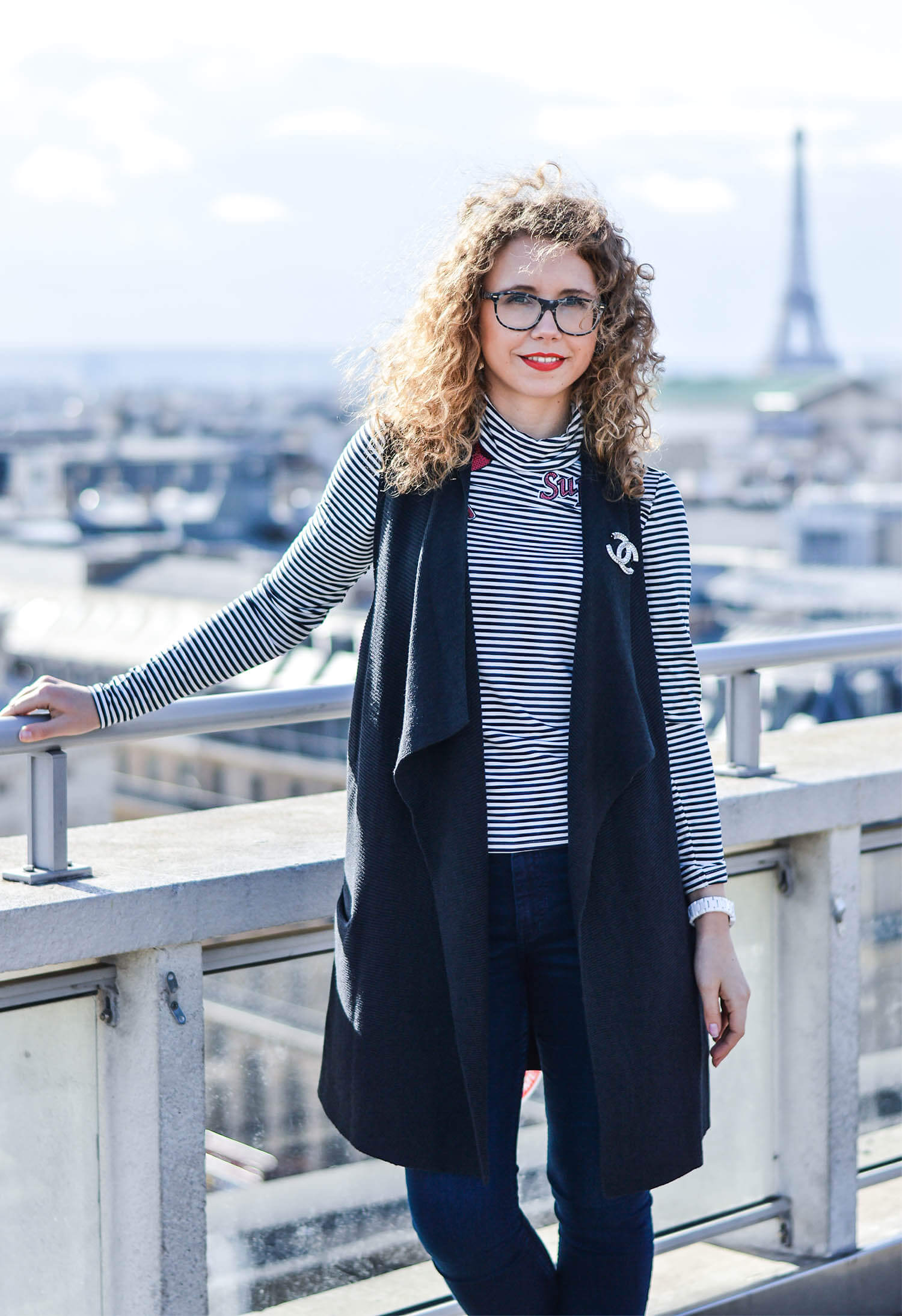 Kationette-fashionblog-paris-outfit-chanel-eiffeltower-nike-streetstyle-curls-patches