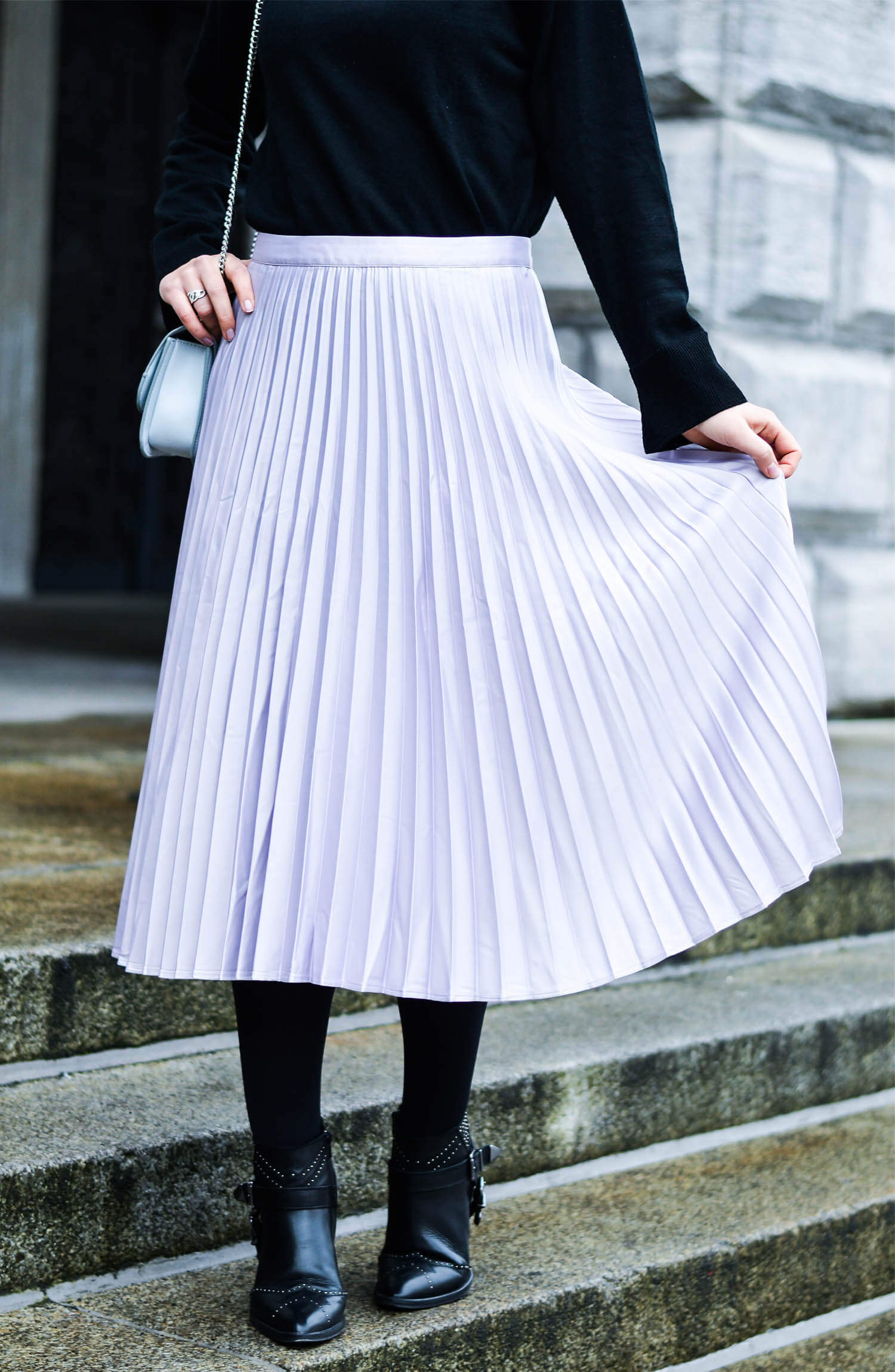 Kationette-Fashionblog-nrw-Engagement-Outfit-Metallic-Pleated-Skirt-Knit-Chanel-Brooch