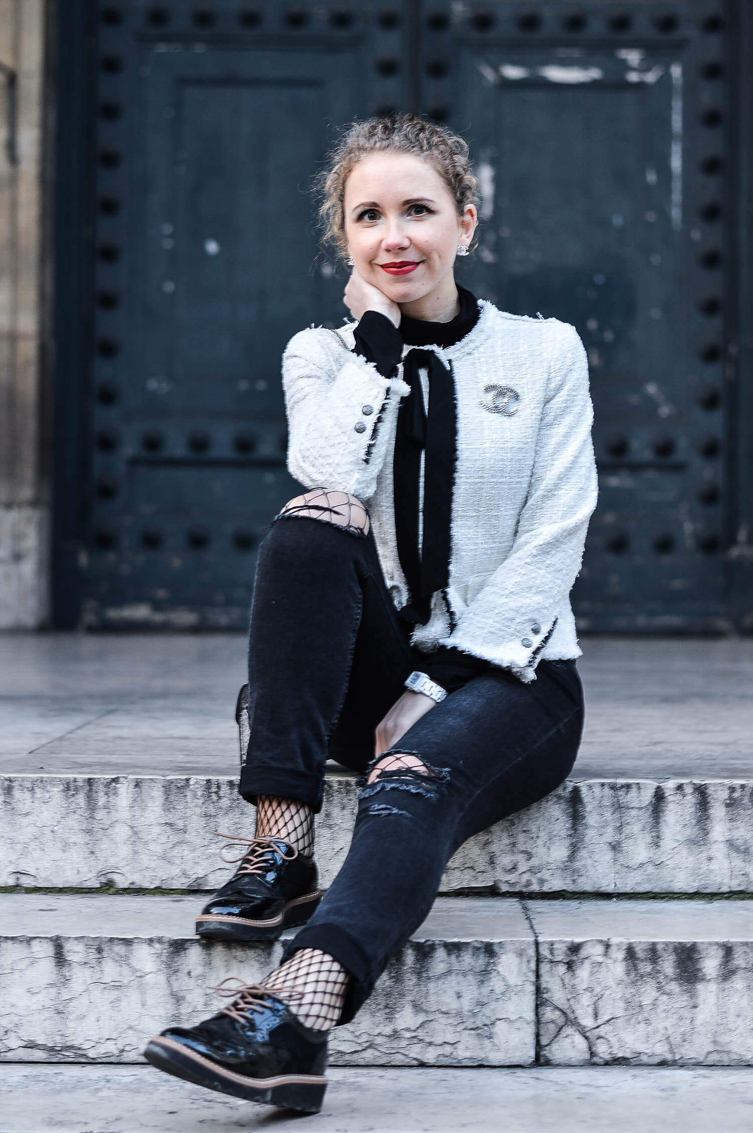 Kationette-fashionblog-nrw-Outfit-Zara-Tweed-Jacket-Ripped-Jeans-Chanel-Jewelry-Paris-streetstyle