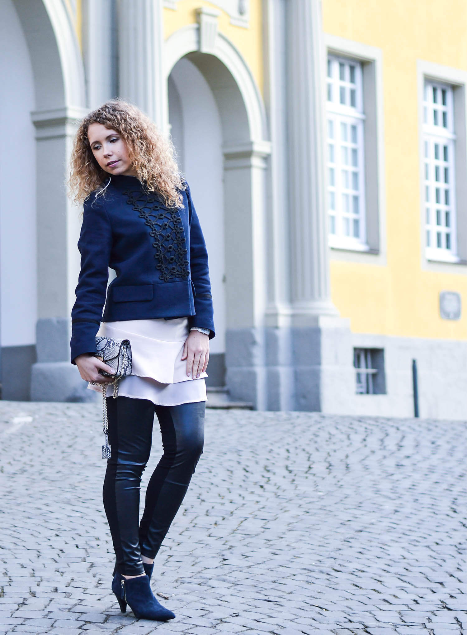Kationette-fashionblog-Outfit-Military-Jacket-Ruffles-volants-FakeLeather-streetstyle