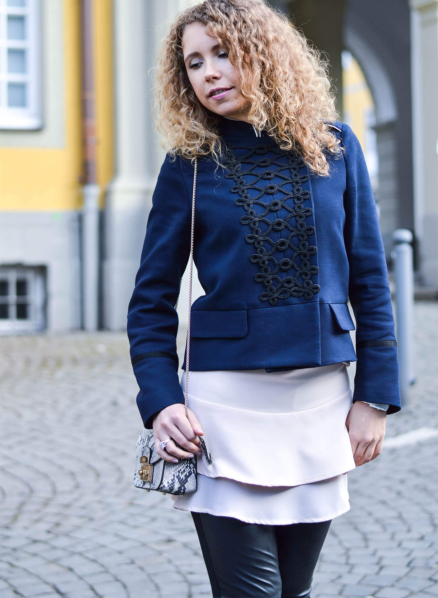 Kationette-fashionblog-nrw-Outfit-Military-Jacket-Ruffles-volants-FakeLeather-streetstyle