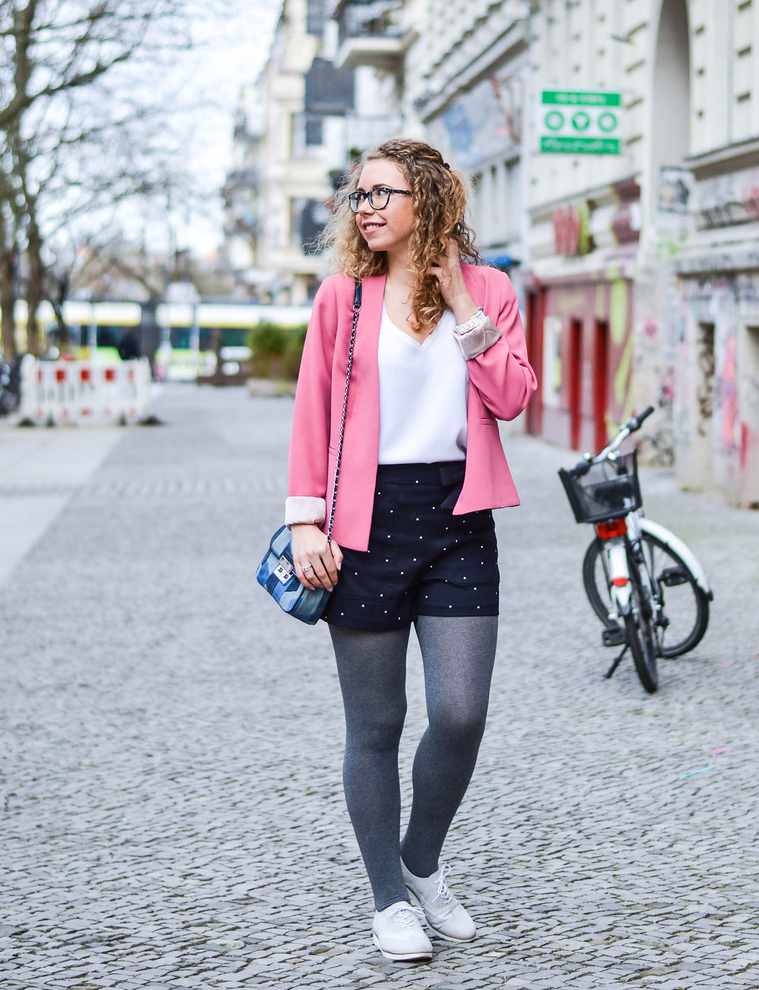 outfit spring look with pink blazer shorts and dandy shoes kationette. Black Bedroom Furniture Sets. Home Design Ideas