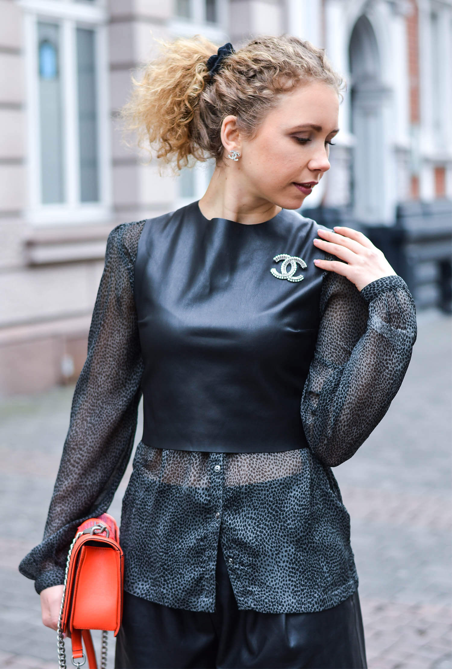 Kationette-Fashionblog-nrw-Outfit-Zara-Leather-Top-Lacing-Chanel-Accessories-streetstyle