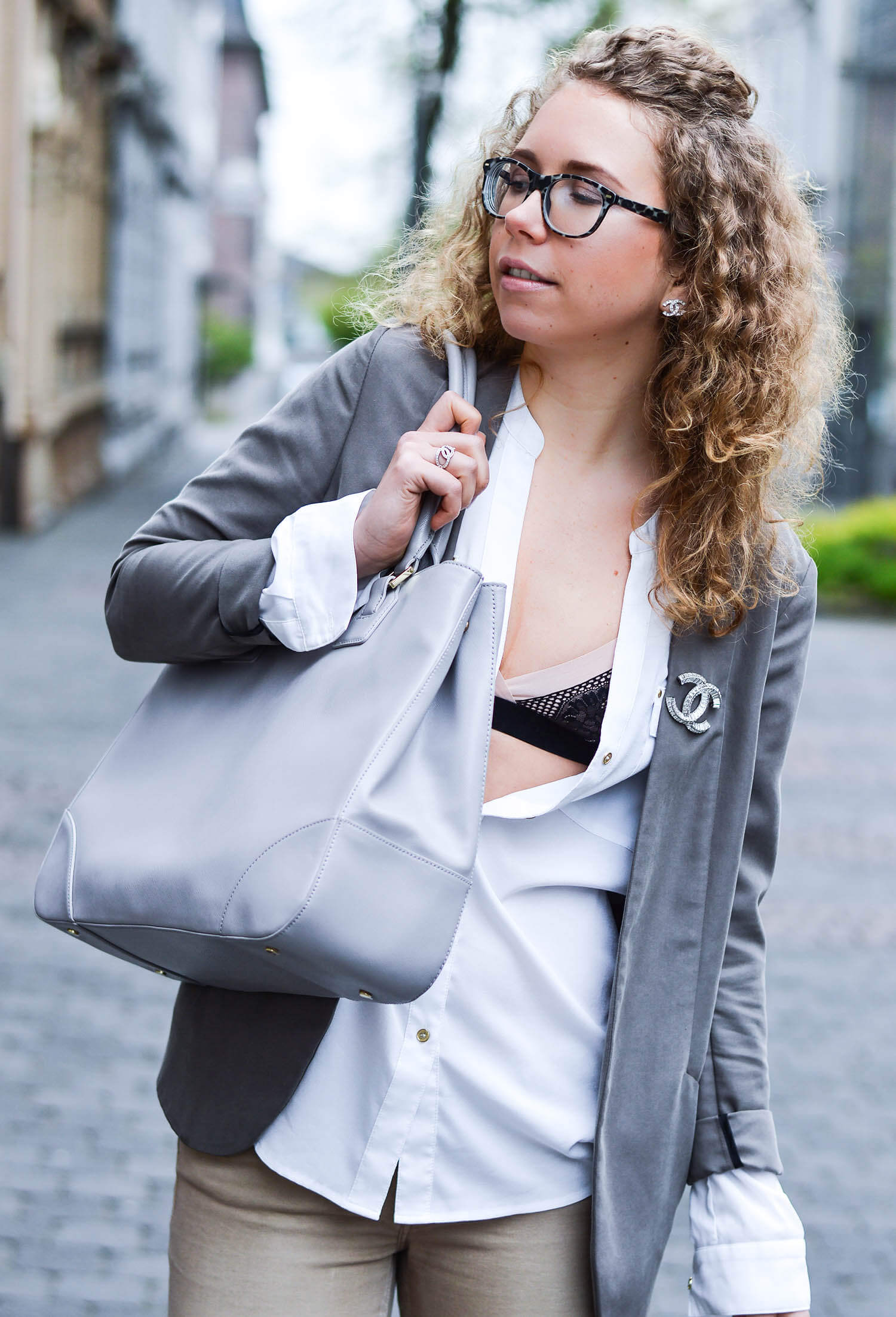 Kationette-fashionblog-nrw-Outfit-Beige-Blouse-Bra-Tory-Burch-business-Bag