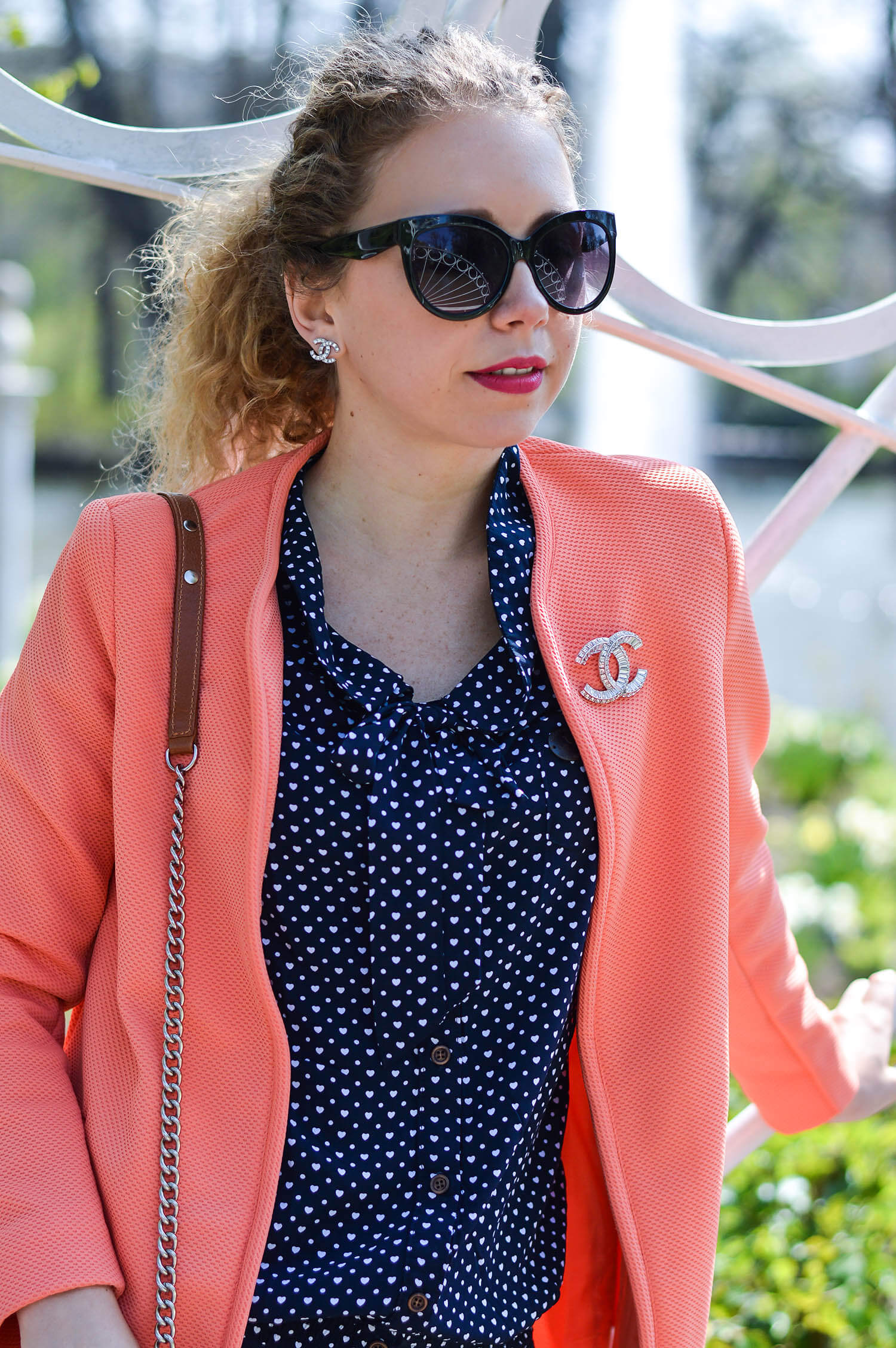 Marionette-fashionblog-nrw-Outfit-streetstyle-Coral-Coat-Naketano-Blouse-Pink-Zara-Satin-Pumps