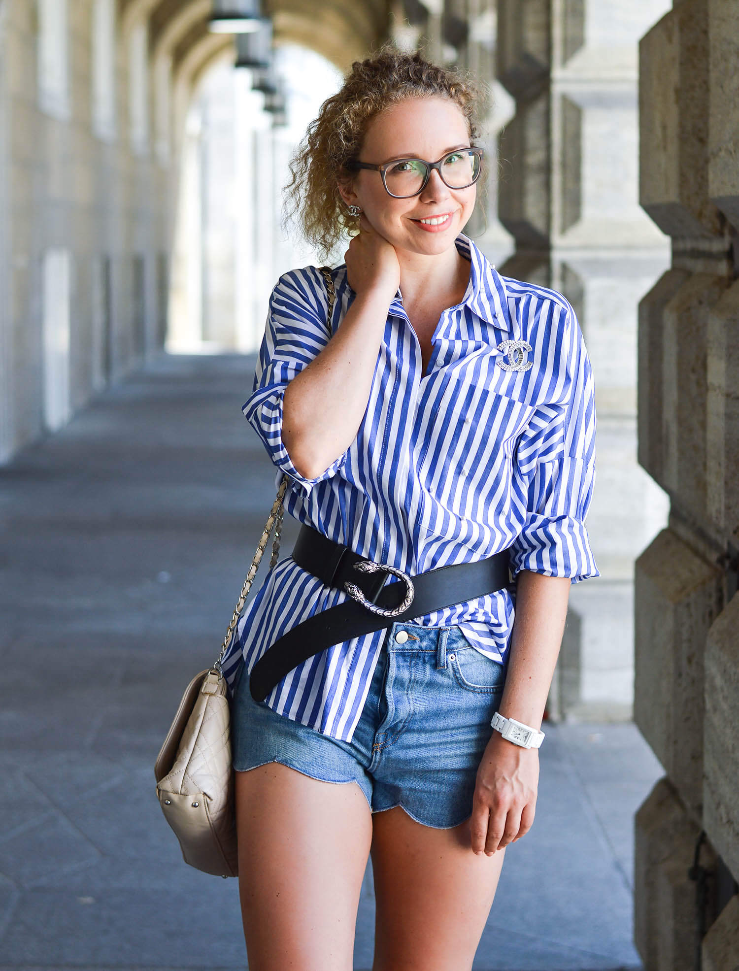 Marionette-fashionblog-nrw-Outfit-Gucci-Belt-Zara-Blouse-Pearls-Denim-Shorts-streetstyle
