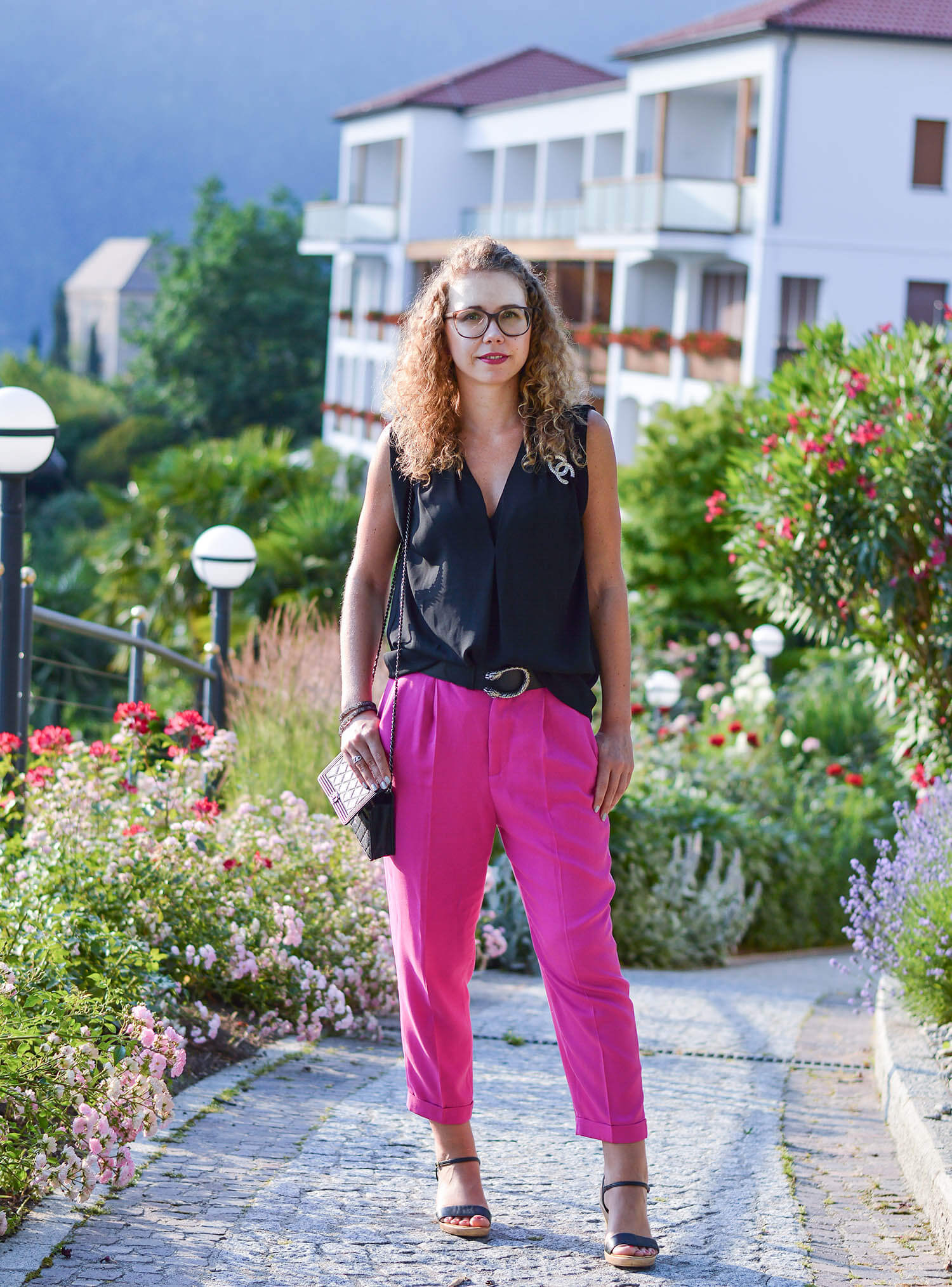 kationette-fashionblog-nrw-Outfit-Pink-Pants-Gucci-Belt-Chanel-Bag-South-Tyrol