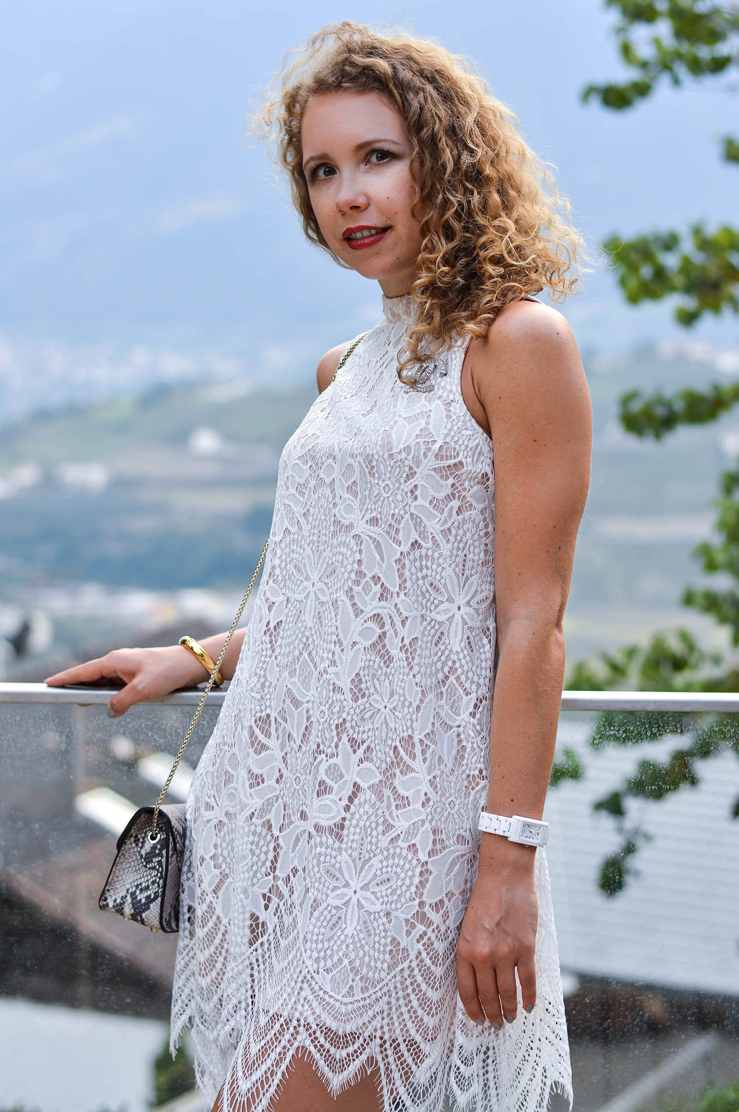 Kationette-fashionblog-Outfit-Lace-Dress-T-Strap-Sandals-Furla-View-South-Tyrol-hotel-hohenwart