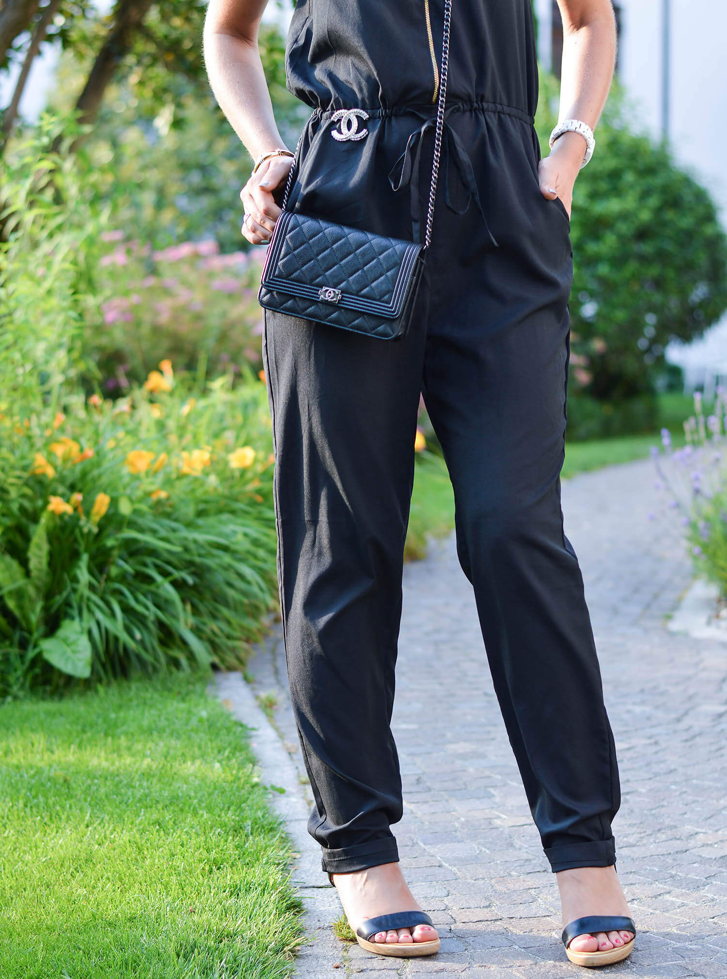 Kationette-fashionblog-nrw-Outfit-Allblack-Jumpsuit-Chanel-South-Tyrol
