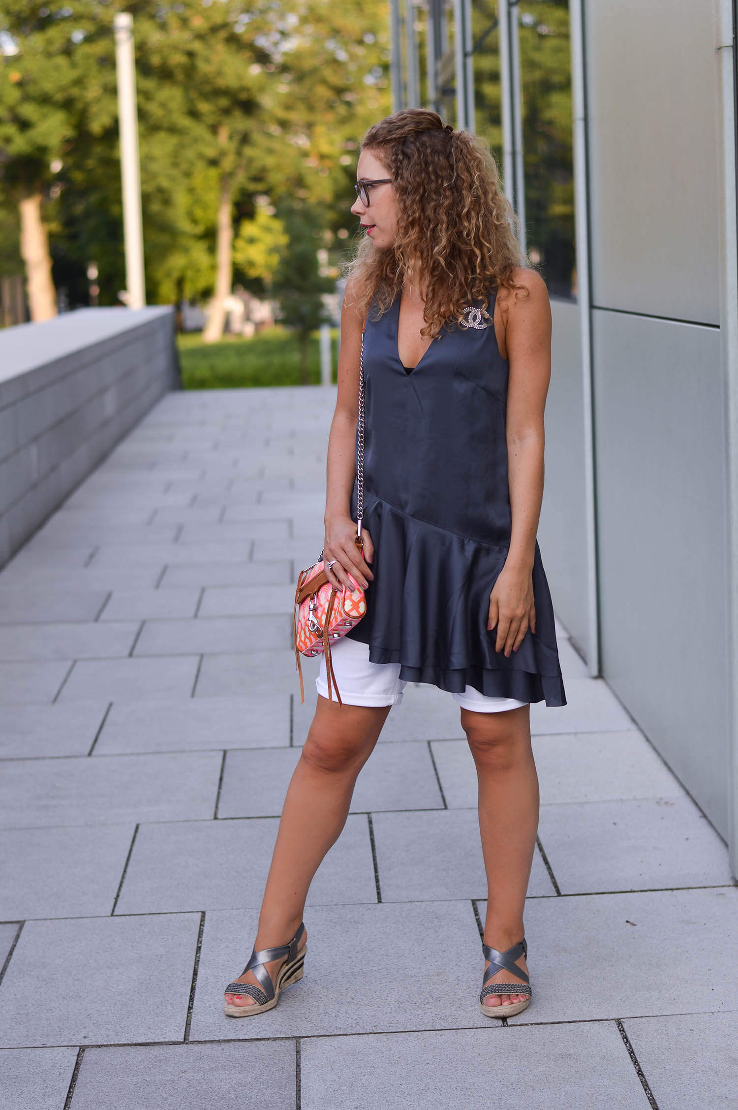 Kationette-fashionblog-nrw-Outfit-Satin-Tunic-Rebecca-Minkoff-Wedges