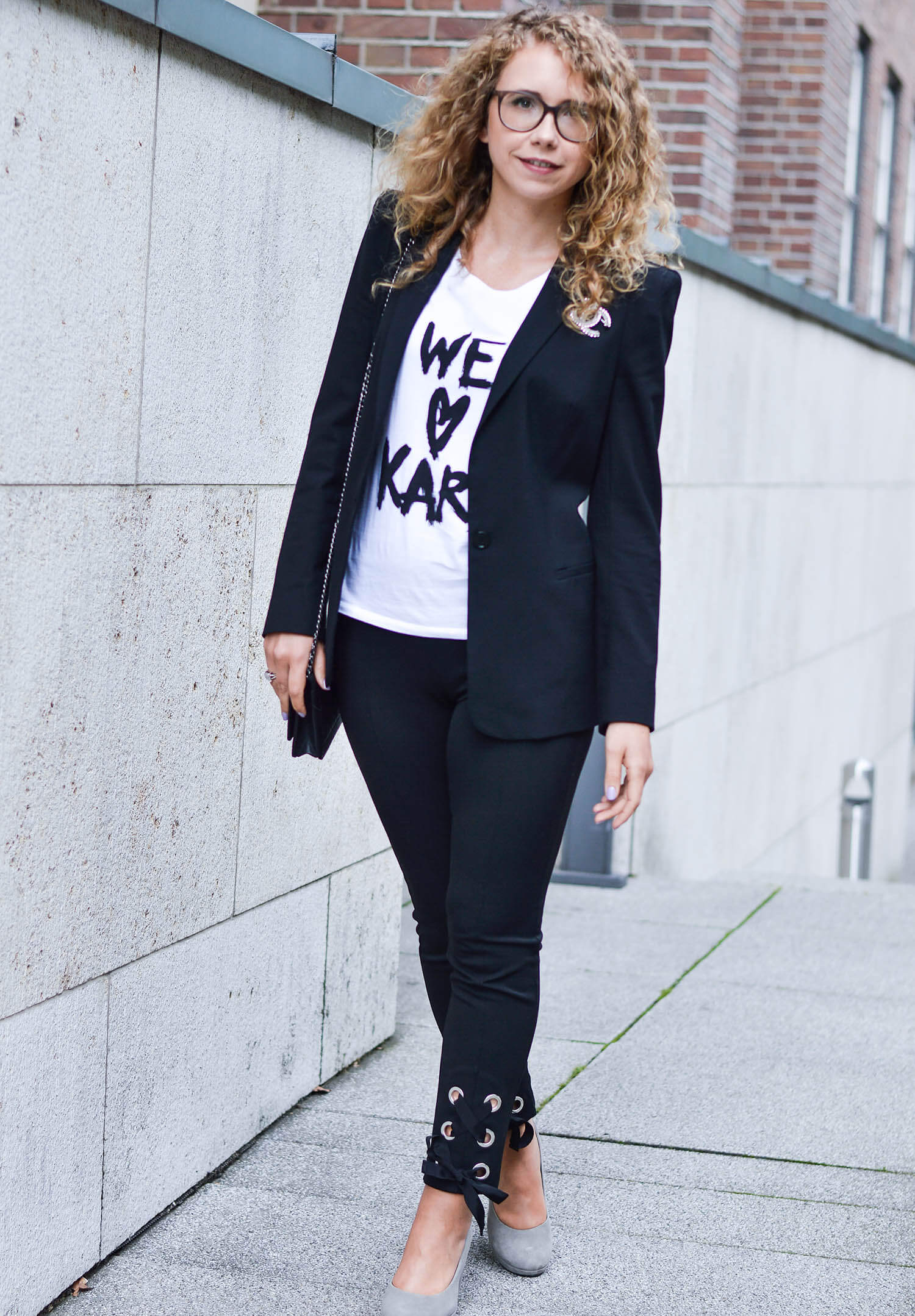 Kationette-fashionblog-nrw-Outfit-Black-and-White-Bow-Pants-Blazer-Lagerfeld-Shirt-streetstyle