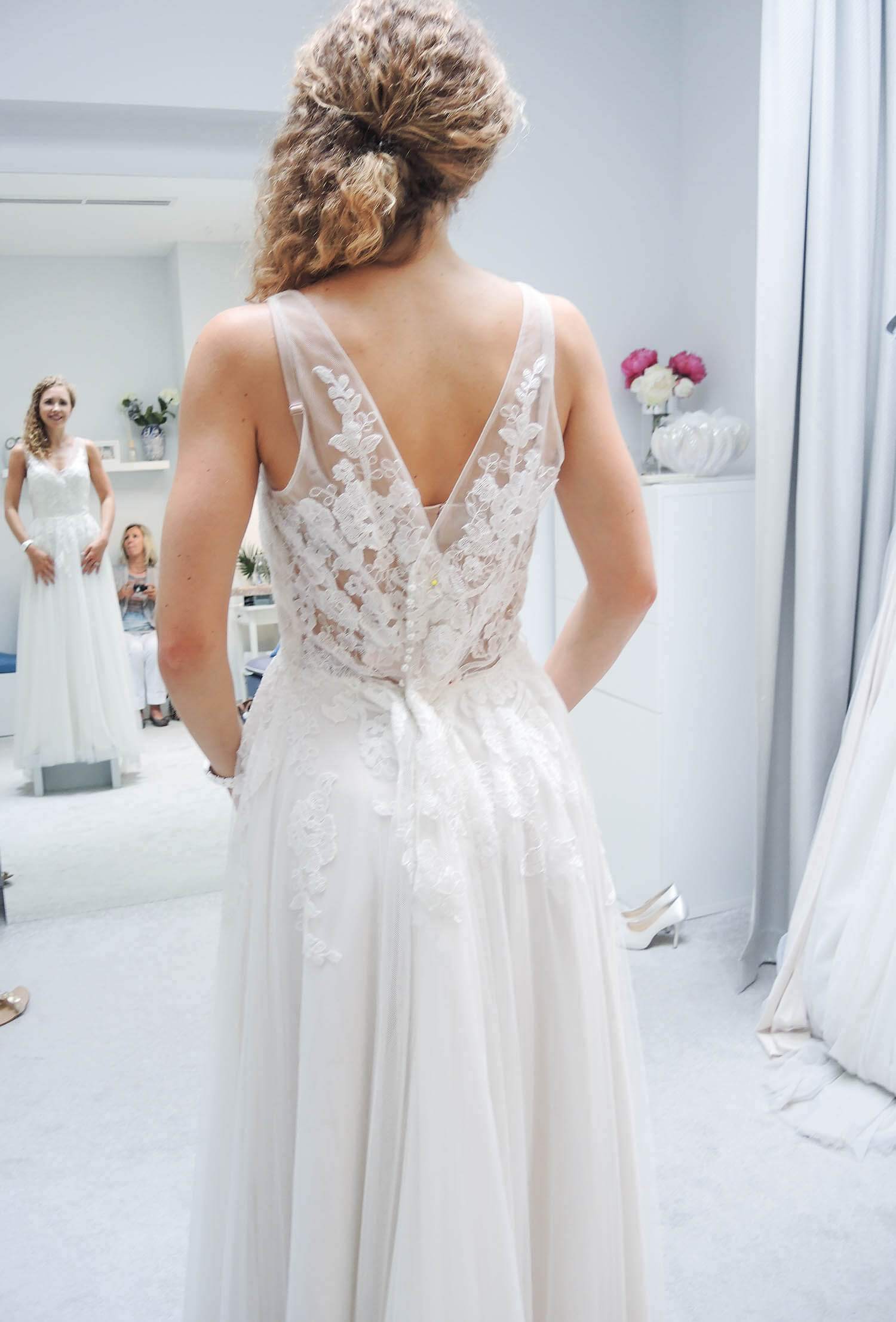 Wedding Update: Bride Dress fitting at I am Yours, Dusseldorf ...