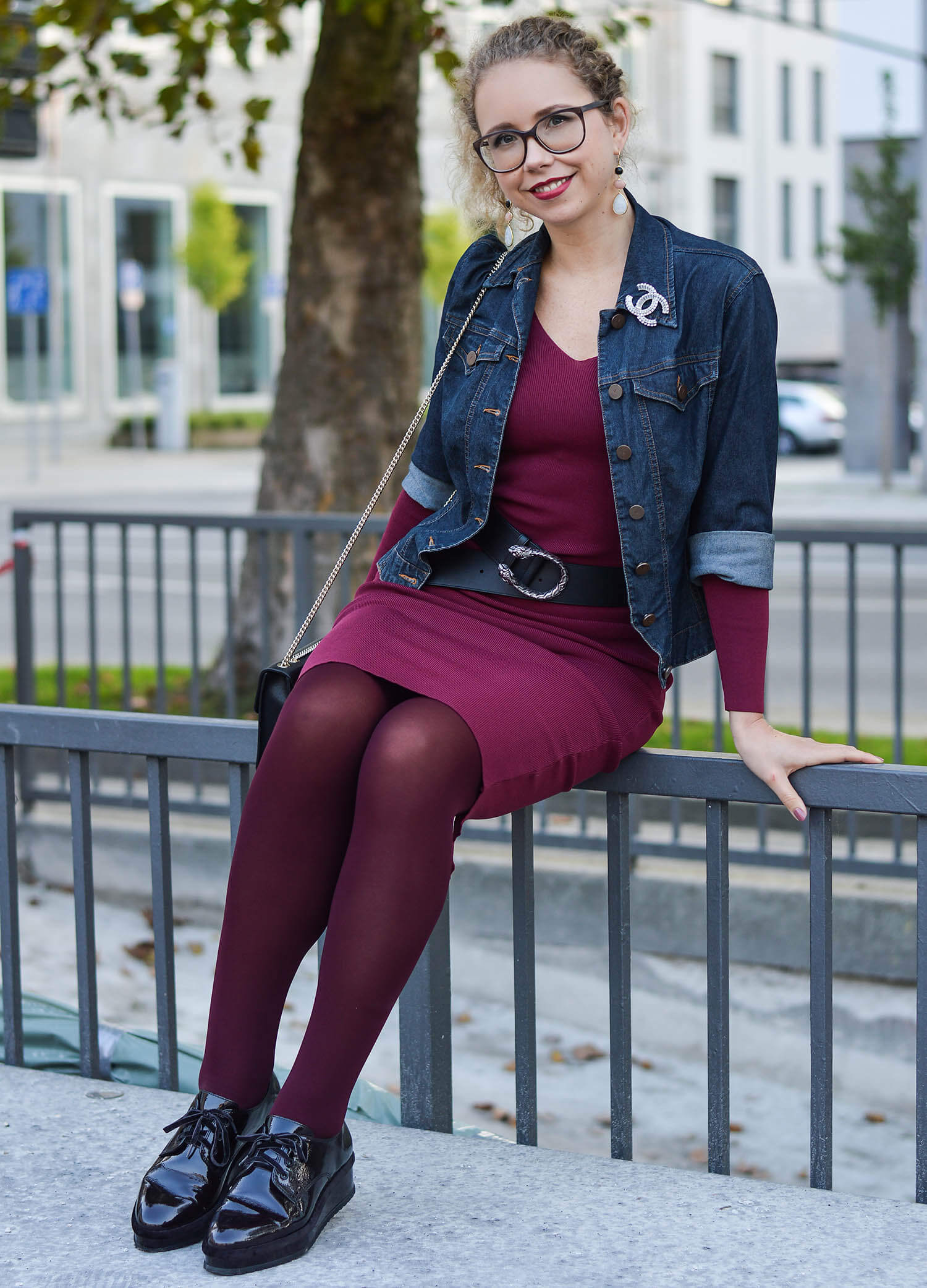 Kationette-fashionblogger-nrw-Outfit-Burgundy-Fall-Dress-Denim-Jacket-and-Platform-Shoes