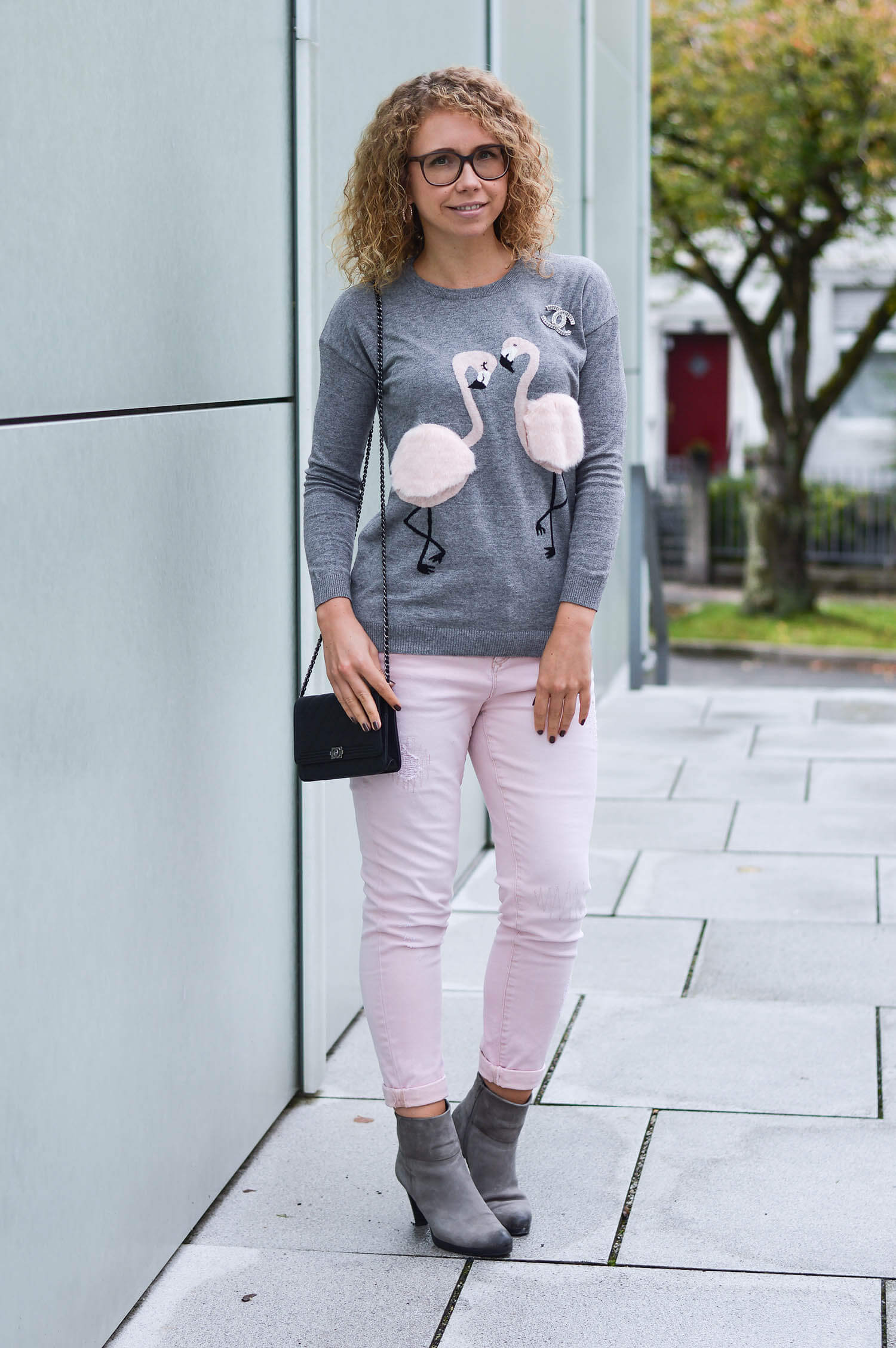 Kationette-fashionblog-nrw-Outfit-Pale-pink-and-grey-with-Flamingo-Sweater-and-Chanel-streetstyle
