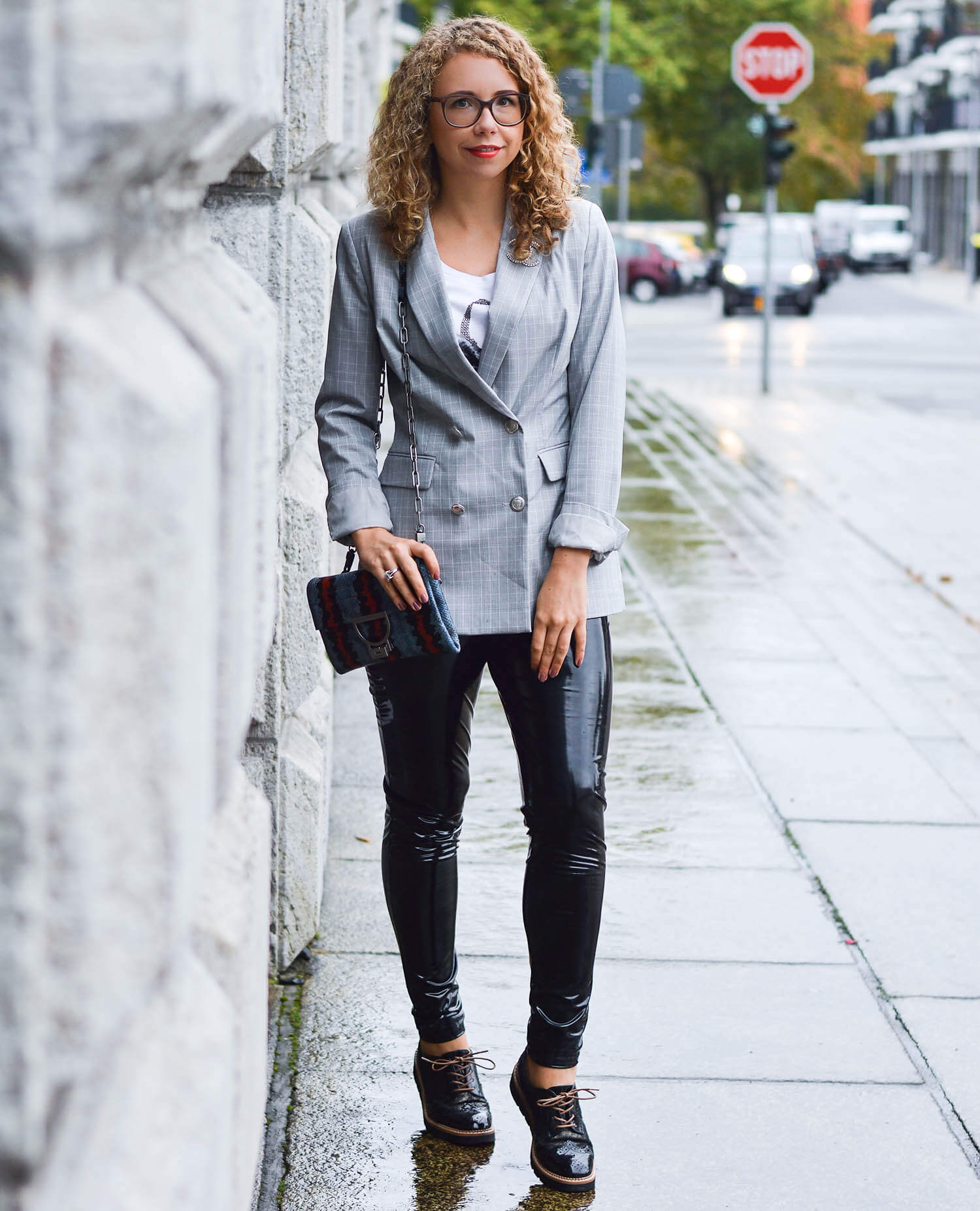 Kationette-fashionblog-nrw-Outfit-Glencheck-Blazer-Vinyl-Pants-Coccinelle-Bag-streetstyle