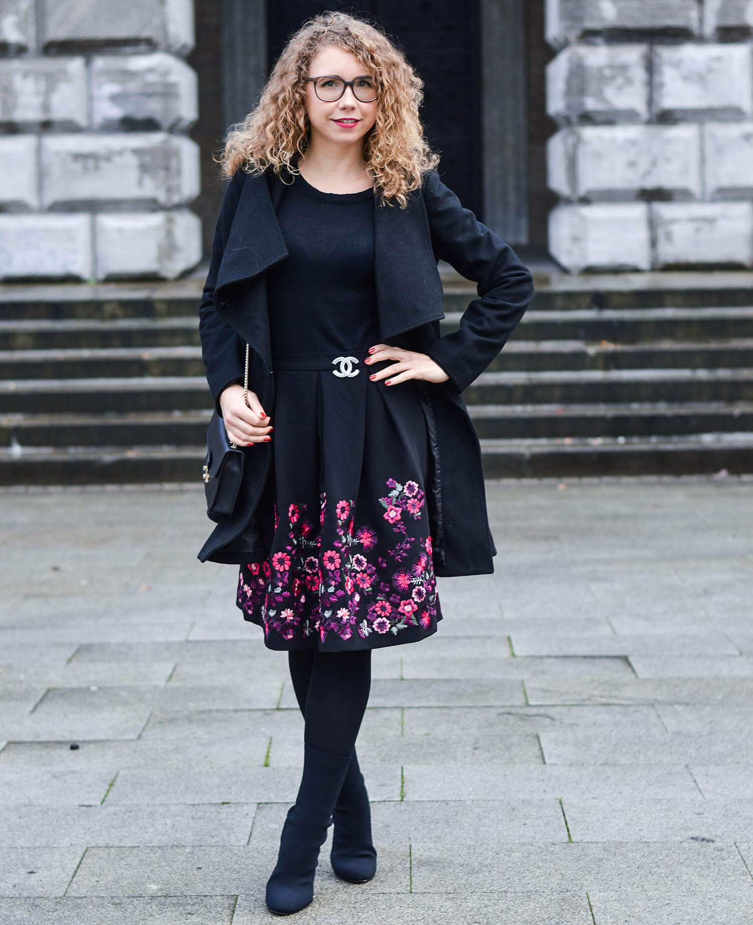 Kationette-fashionblogger-nrw-Merry-Christmas-Outfit-New-Hallhuber-Skirt-with-Flower-Embroidery